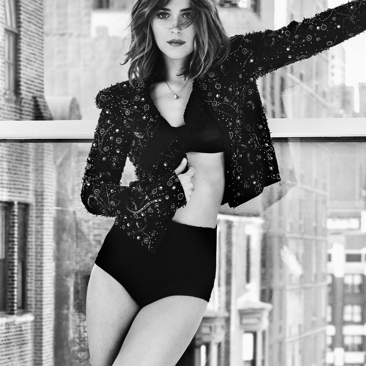 Dakota Johnson black and white - Dakota Johnson Net Worth, Movies, Family, Boyfriend, Pictures and Wallpapers
