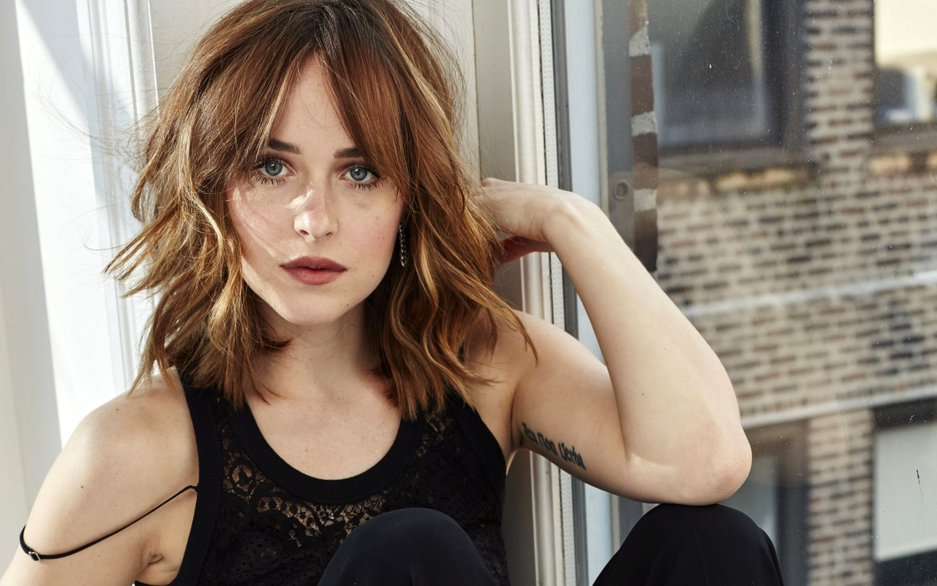 Dakota Johnson window - Dakota Johnson Net Worth, Movies, Family, Boyfriend, Pictures and Wallpapers