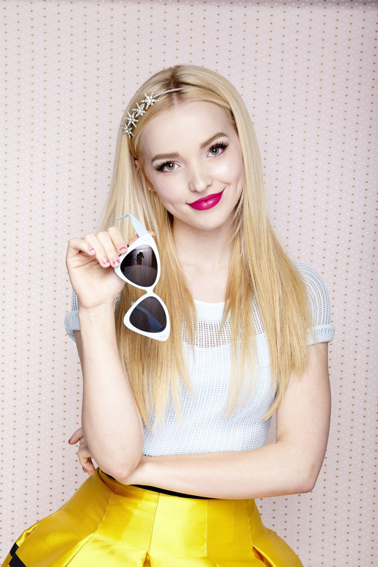 Dove Cameron sunglasses - Dove Cameron Net Worth, Movies, Family, Boyfriend, Pictures and Wallpapers