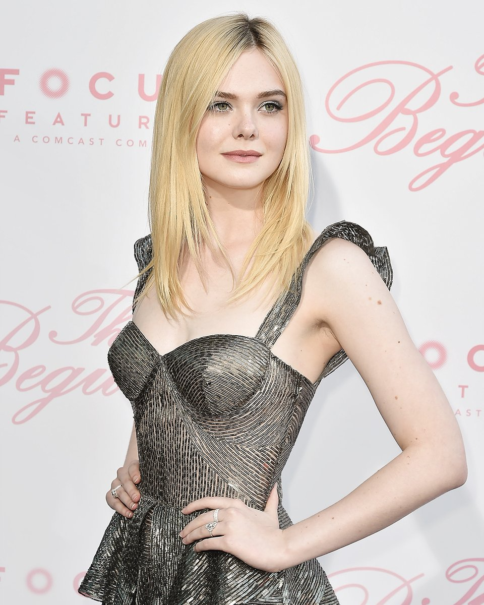Elle Fanning black dress - Elle Fanning Net Worth, Family, Movies, Private Life, Pictures and Wallpaper