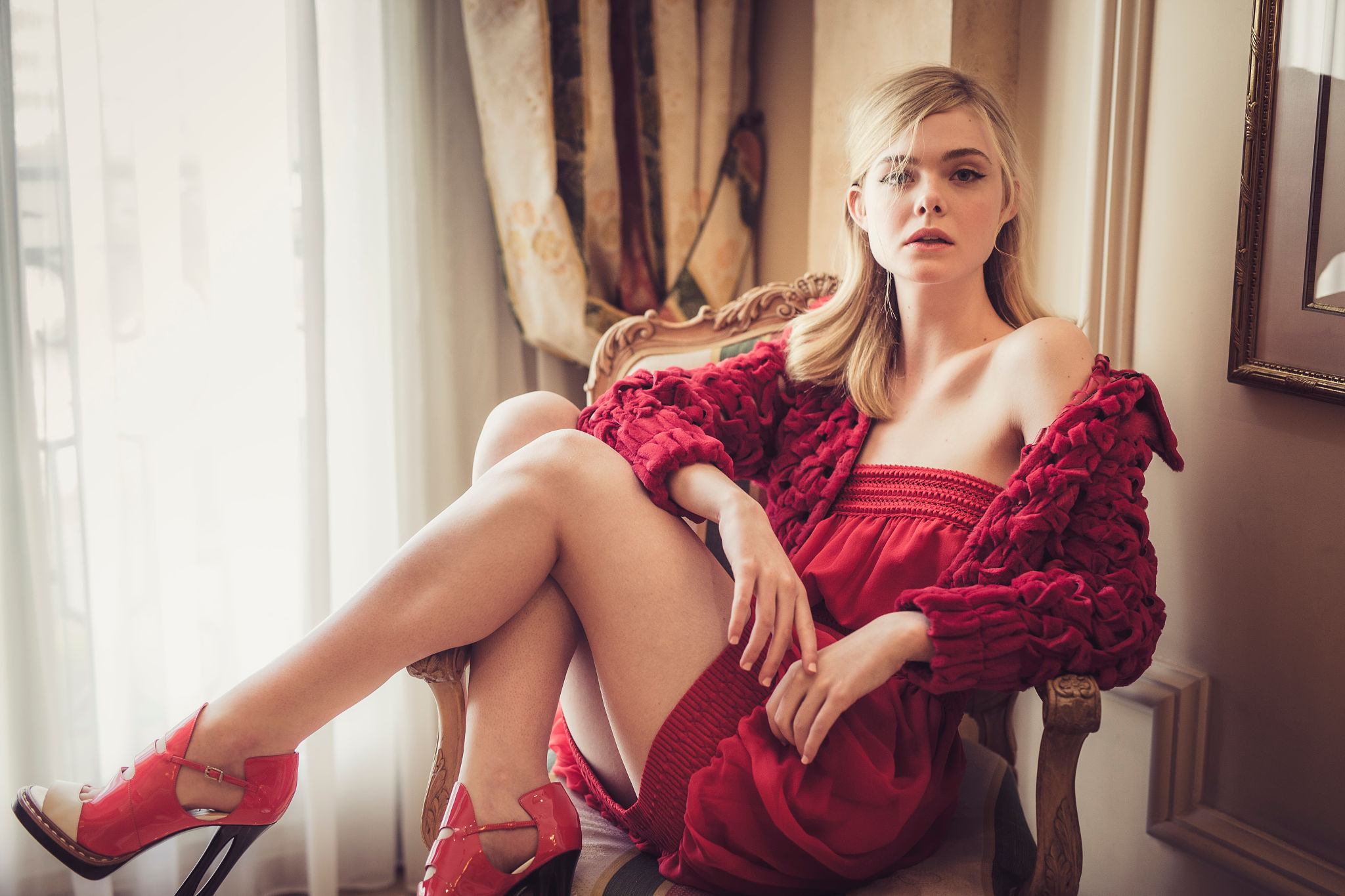 Elle Fanning red dress - Elle Fanning Net Worth, Family, Movies, Private Life, Pictures and Wallpaper