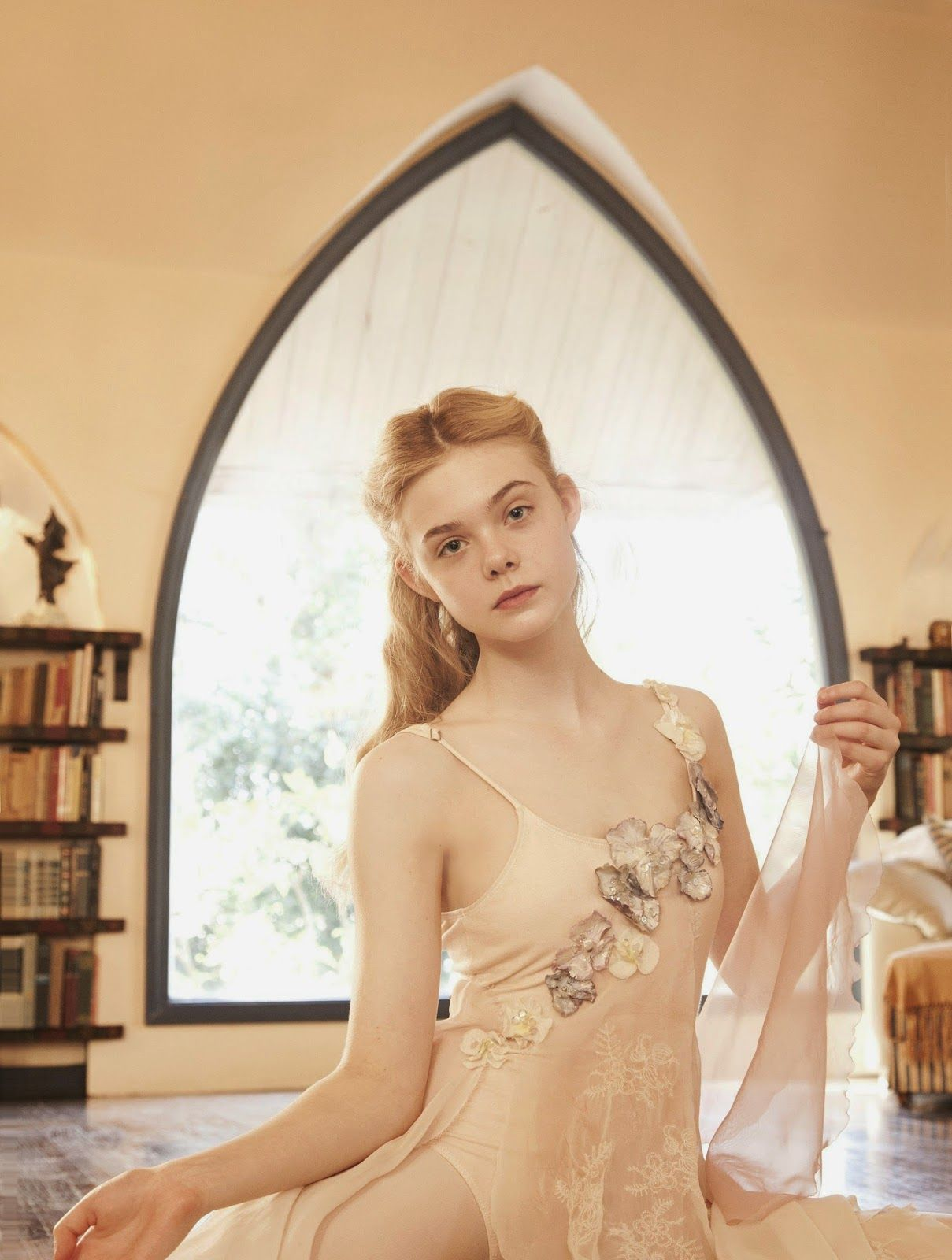 Elle Fanning young and innocent - Elle Fanning Net Worth, Family, Movies, Private Life, Pictures and Wallpaper