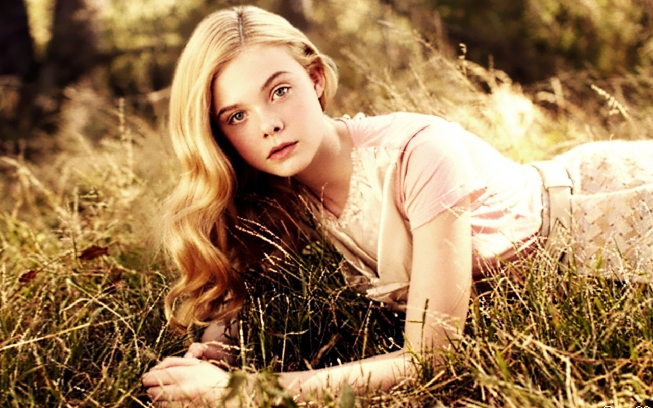 Elle Fanning - Elle Fanning Net Worth, Family, Movies, Private Life, Pictures and Wallpaper