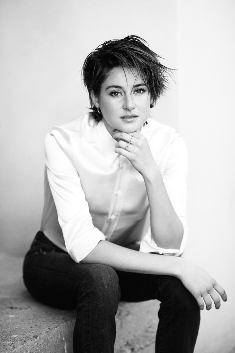 Shailene Woodley black and white - Shailene Woodley Net Worth, Movies, Family, Private Life, Pictures and Wallpapers