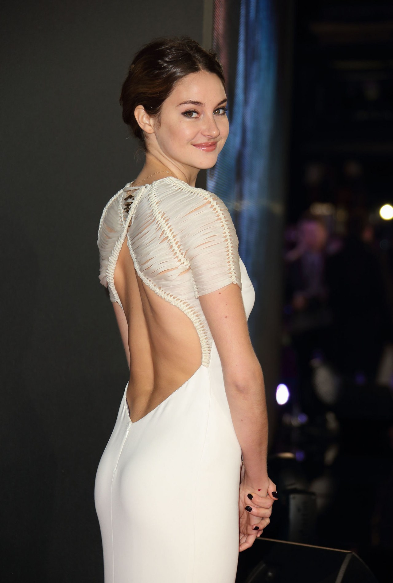 Shailene Woodley in a dress with open back - Shailene Woodley Net Worth, Movies, Family, Private Life, Pictures and Wallpapers
