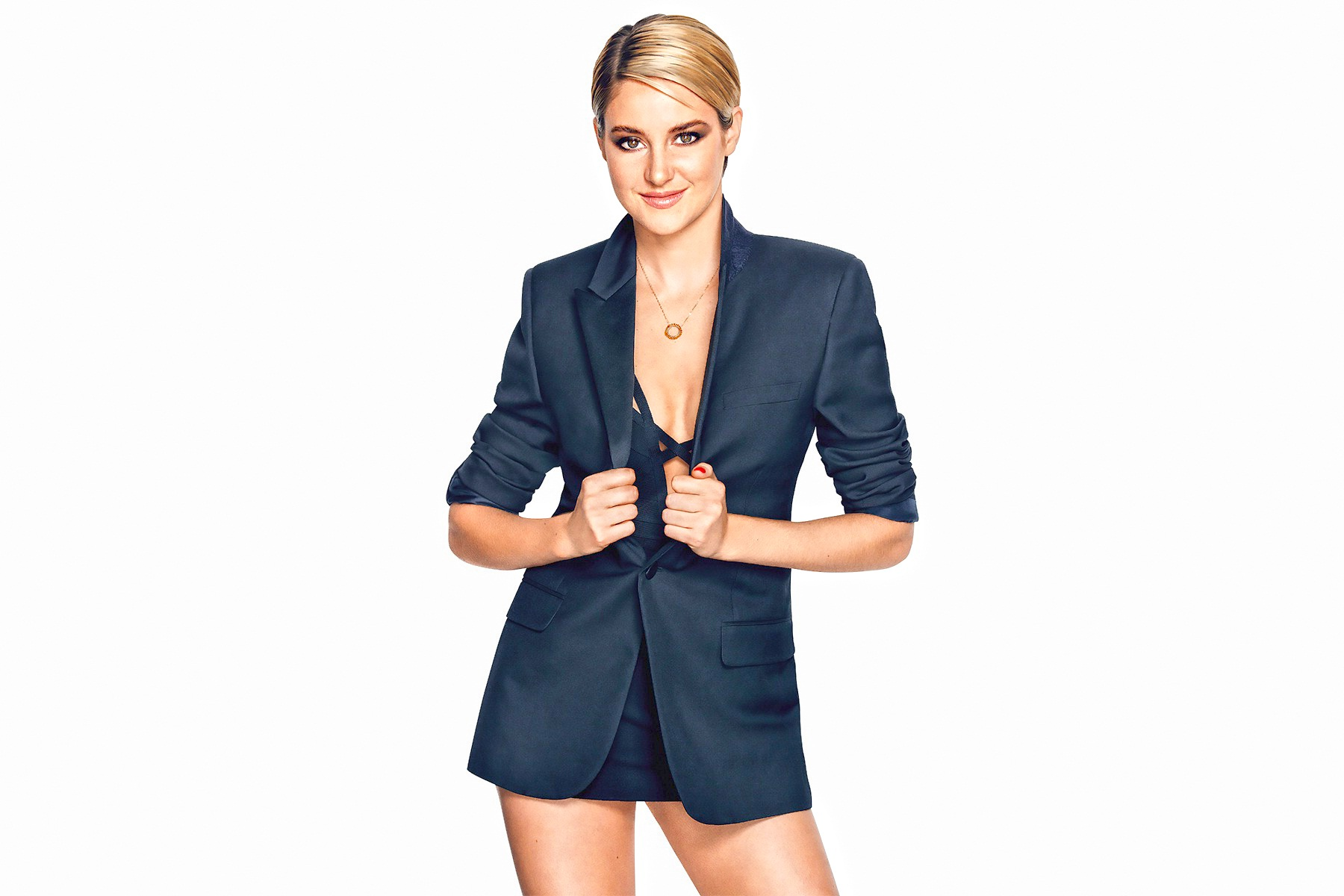Shailene Woodley in a jacket - Shailene Woodley Net Worth, Movies, Family, Private Life, Pictures and Wallpapers