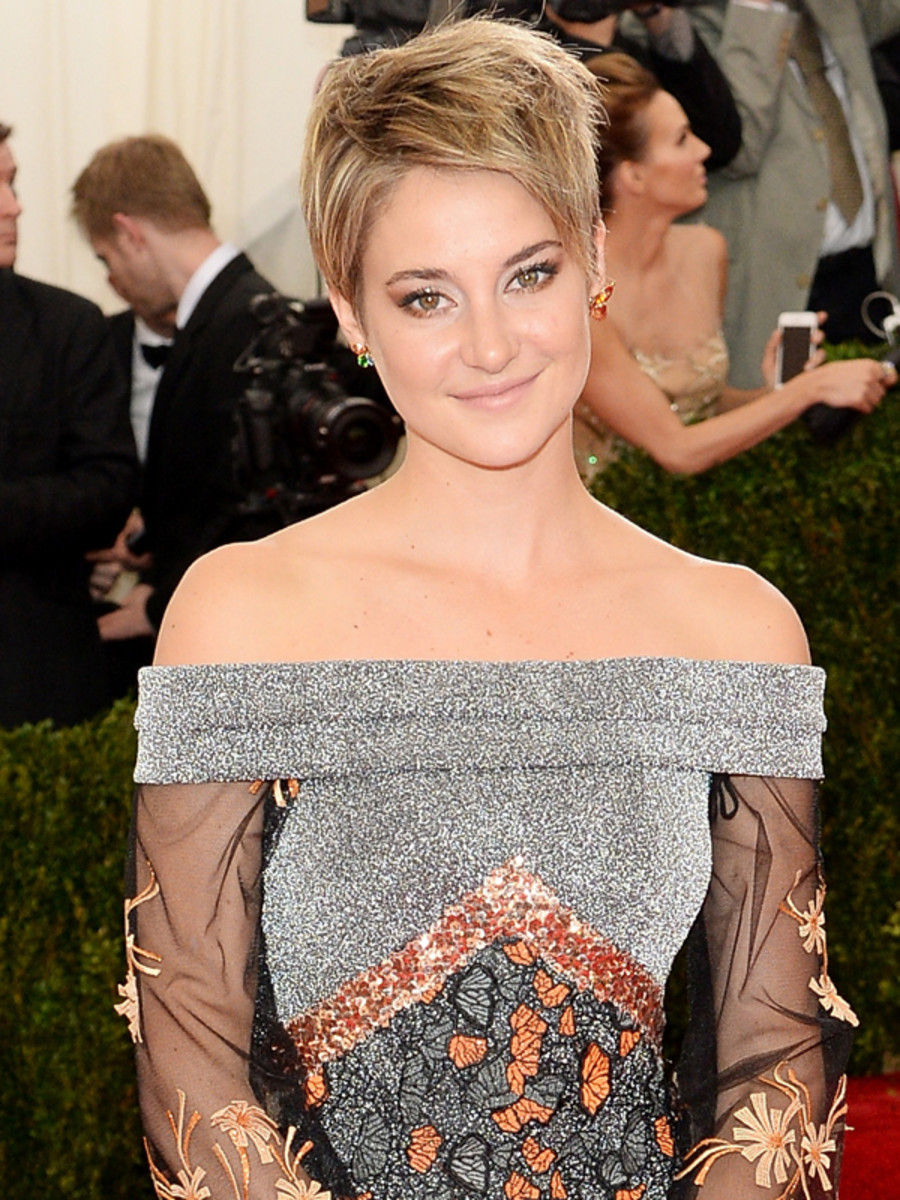 Shailene Woodley red carpet - Shailene Woodley Net Worth, Movies, Family, Private Life, Pictures and Wallpapers