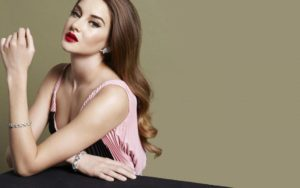 Shailene Woodley red lipstick 300x188 - Margot Robbie Net Worth, Biography, Movies, Boyfriends, Pictures and Wallpapers