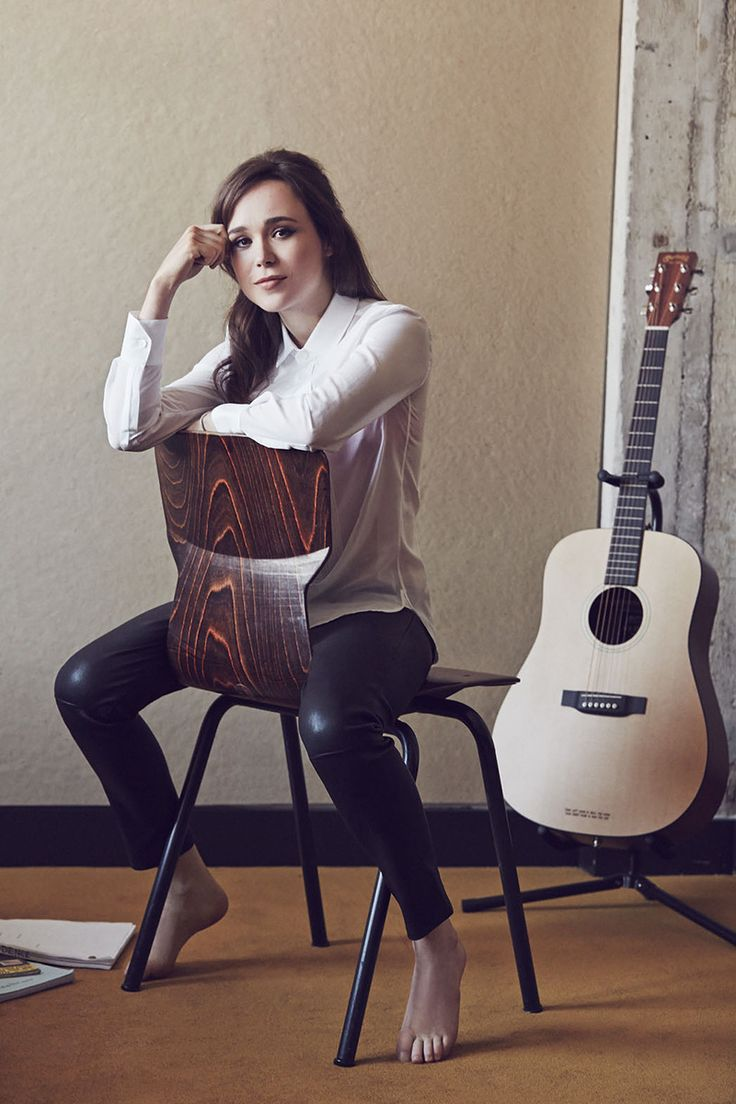Ellen Page and her guitar - Ellen Page Net Worth, Movies, Biography, Private Life, Pictures and Wallpapers