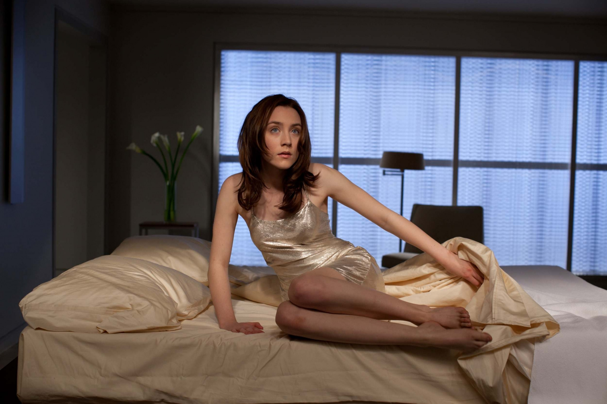 Saoirse Ronan in bed - Saoirse Ronan Net Worth, Movies, Family, Boyfriend, Pictures and Wallpapers