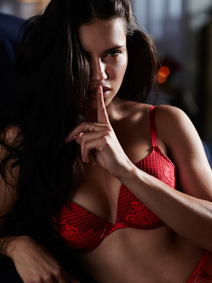 Adriana Lima Red Bra Photo - Adriana Lima Red Bra Photo