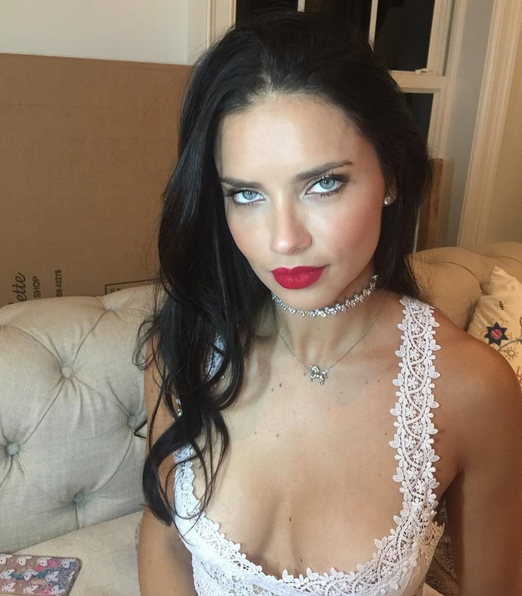Adriana Lima Smile Image - Adriana Lima Net Worth, Pics, Wallpapers, Career and Biography