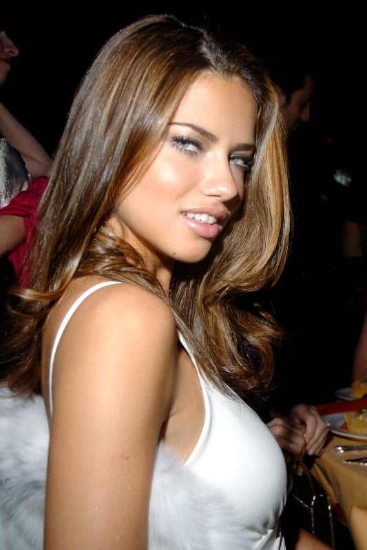 Adriana Lima White Bra - Adriana Lima Net Worth, Pics, Wallpapers, Career and Biography
