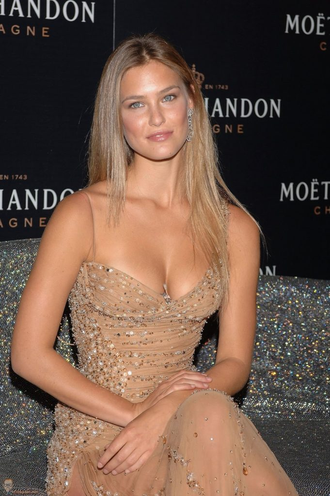 Bar Refaeli Awesome Revealing Dress 681x1024 - Bar Refaeli Awesome Revealing Dress