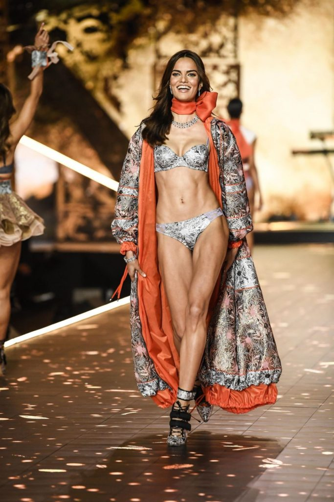 Barbara Fialho Hot Underwear Modeling Pictures 683x1024 - Barbara Fialho Net Worth, Pics, Wallpapers, Career and Biography