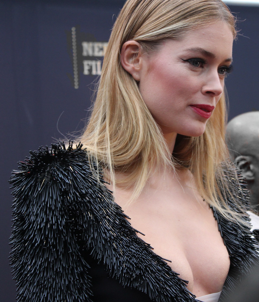 Doutzen Kroes Awesome Revealing - Doutzen Kroes Net Worth, Pics, Wallpapers, Career and Biography