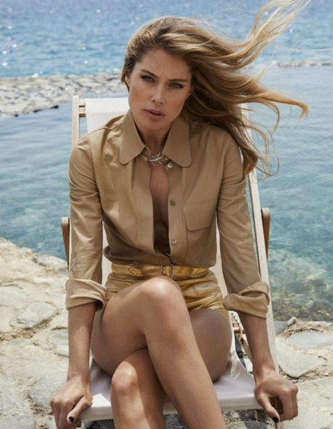 Doutzen Kroes Nice Modeling By The Sea