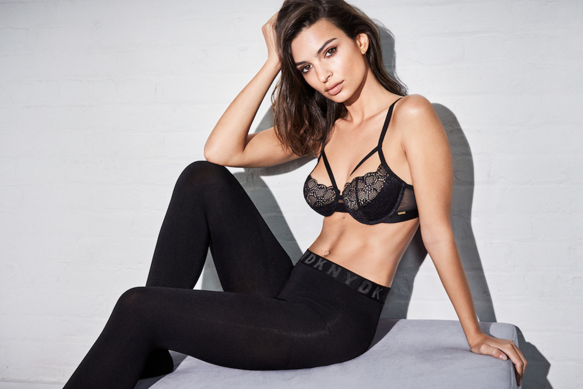 Emily Ratajkowski Awesome Bra - Emily Ratajkowski Net Worth, Pics, Wallpapers, Career and Biography