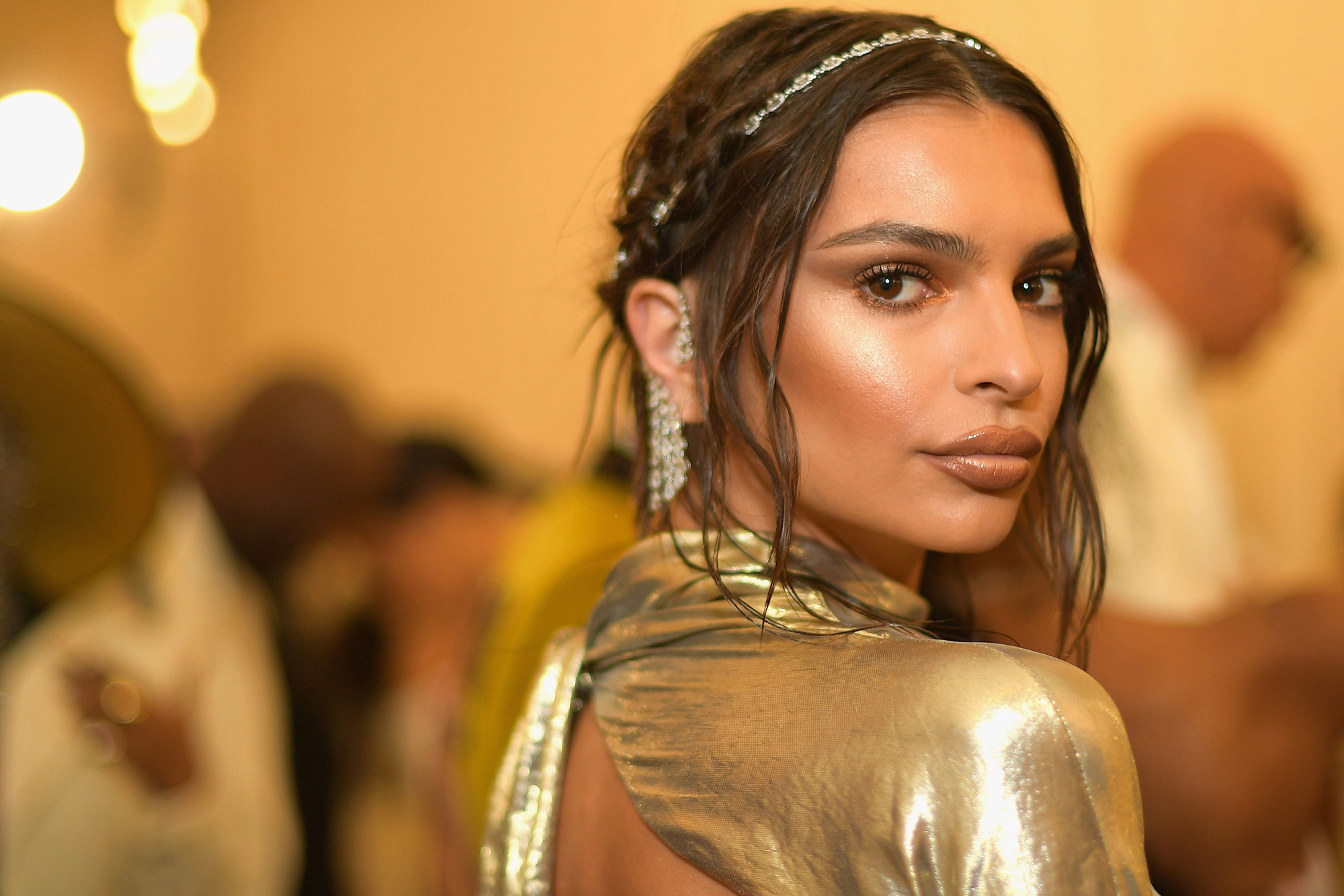 Emily Ratajkowski Beautiful Pics - Emily Ratajkowski Net Worth, Pics, Wallpapers, Career and Biography