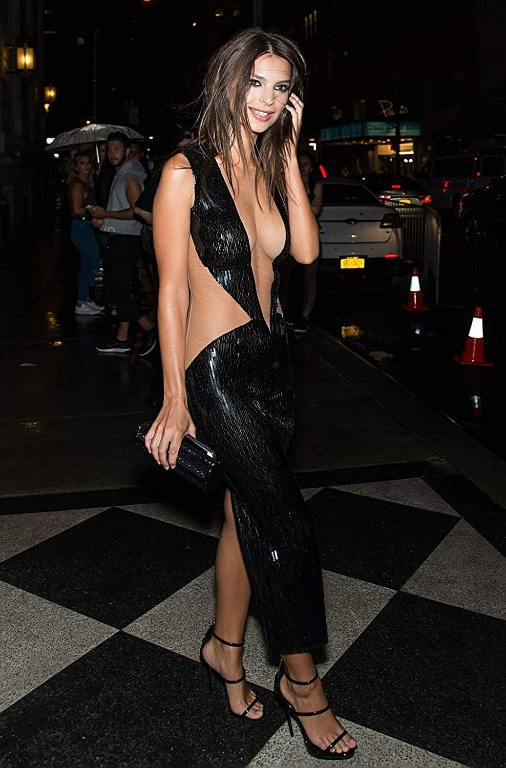Emily Ratajkowski Black Night Dress - Emily Ratajkowski Net Worth, Pics, Wallpapers, Career and Biography