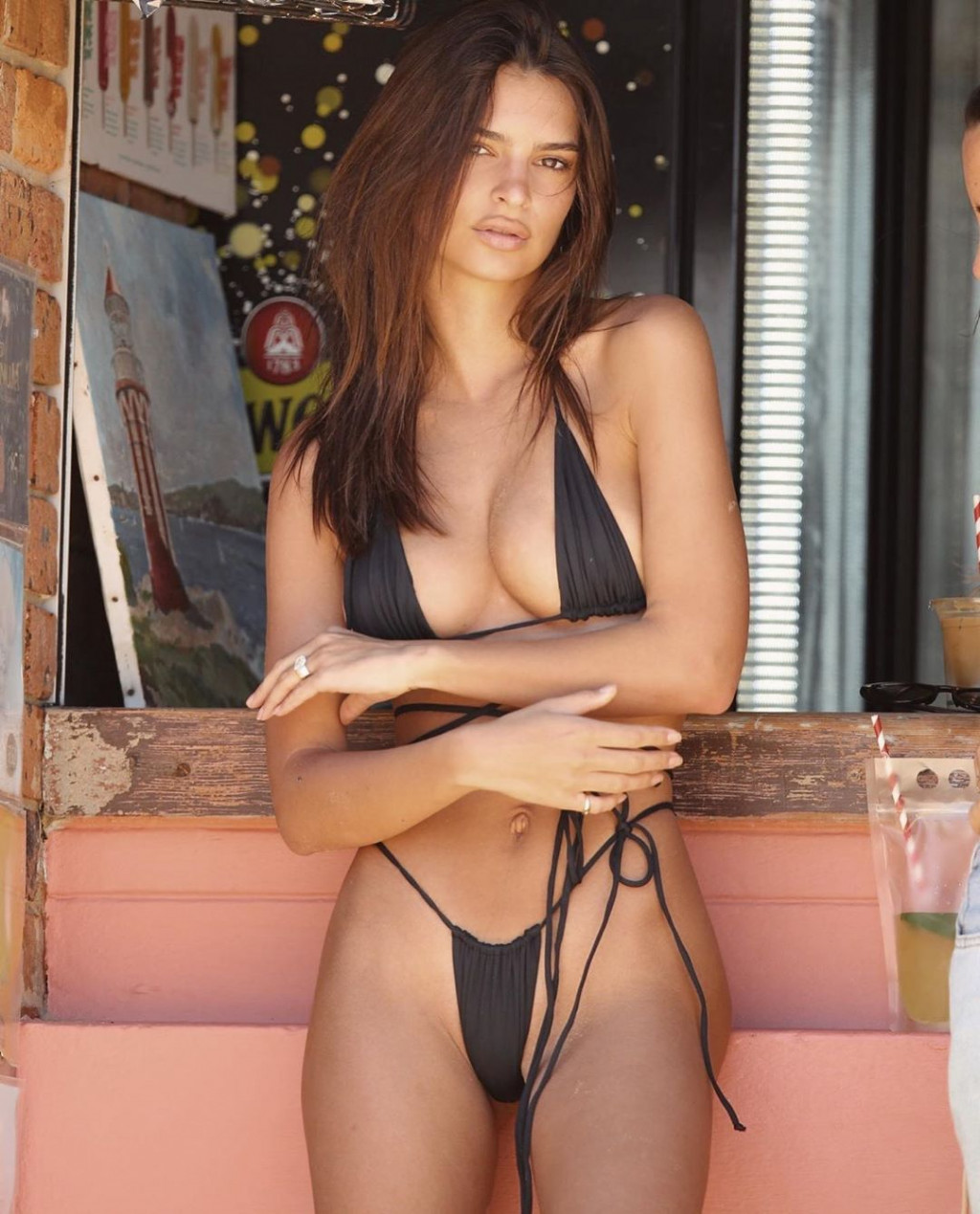 Emily Ratajkowski Hot Bikini Photos - Emily Ratajkowski Net Worth, Pics, Wallpapers, Career and Biography