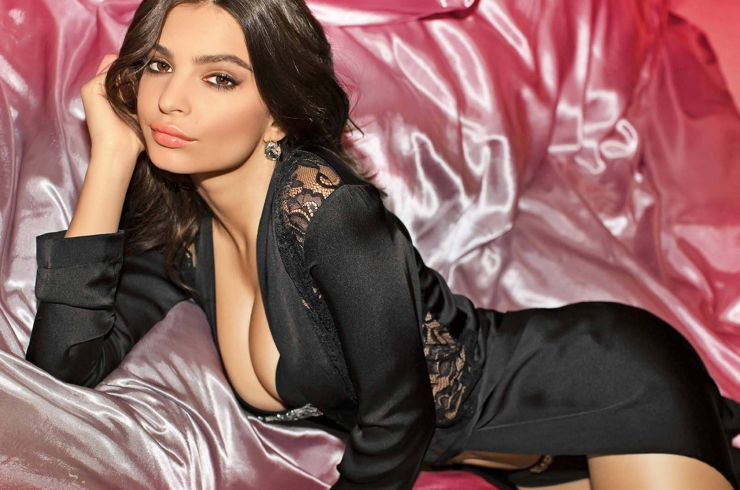 Emily Ratajkowski Hot Black Underwear - Emily Ratajkowski Net Worth, Pics, Wallpapers, Career and Biography