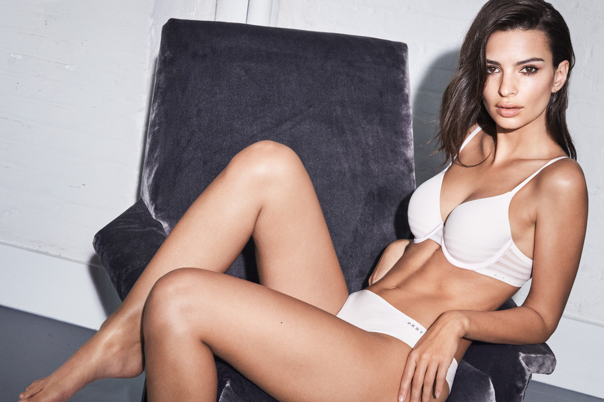 Emily Ratajkowski Hot White Bra - Emily Ratajkowski Net Worth, Pics, Wallpapers, Career and Biography
