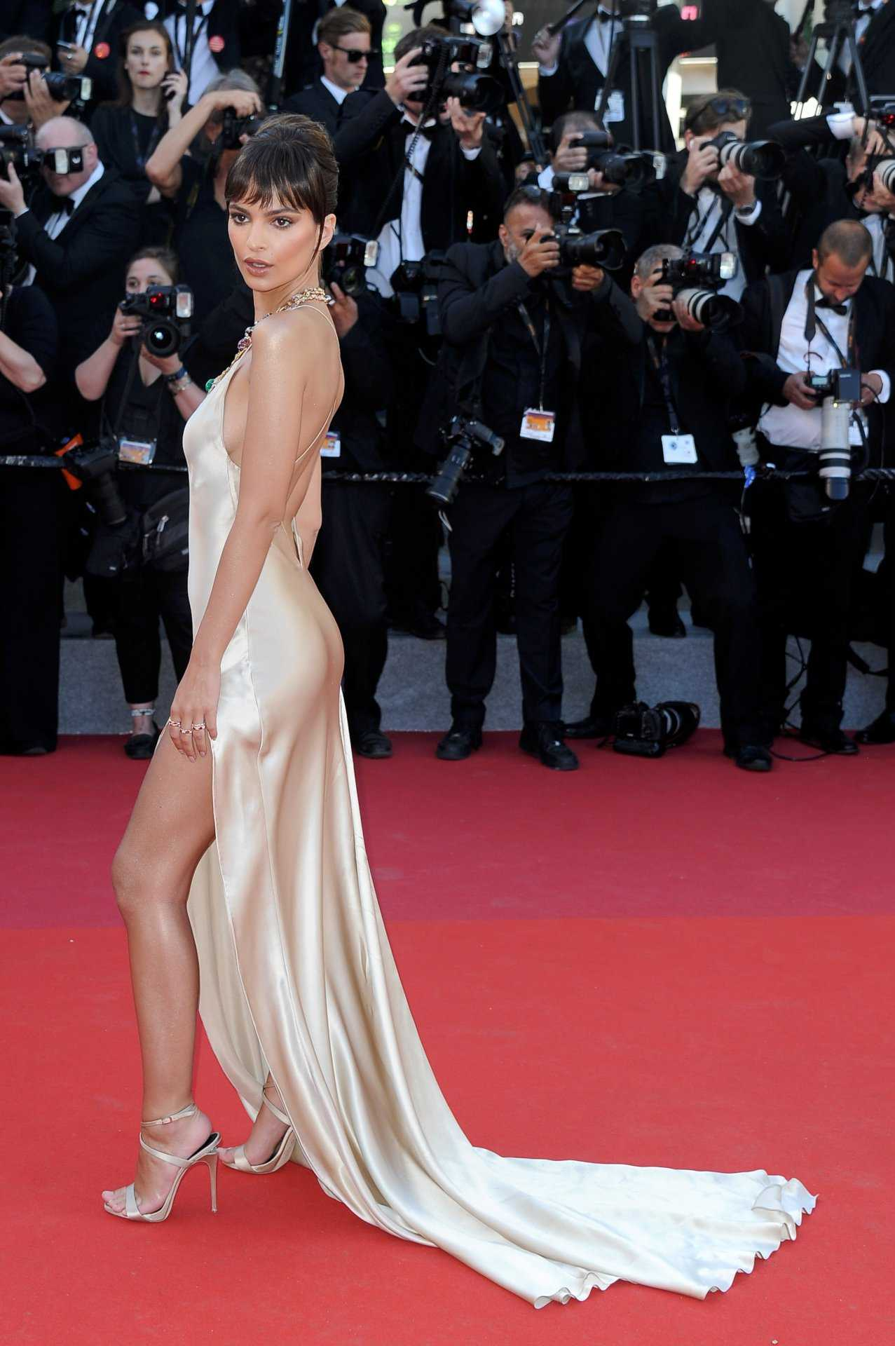 Emily Ratajkowski Red Carpet Pics - Emily Ratajkowski Net Worth, Pics, Wallpapers, Career and Biography