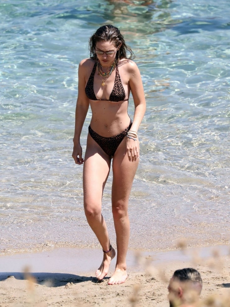 Gigi Hadid Bikini At Seaside - Gigi Hadid Bikini At Seaside