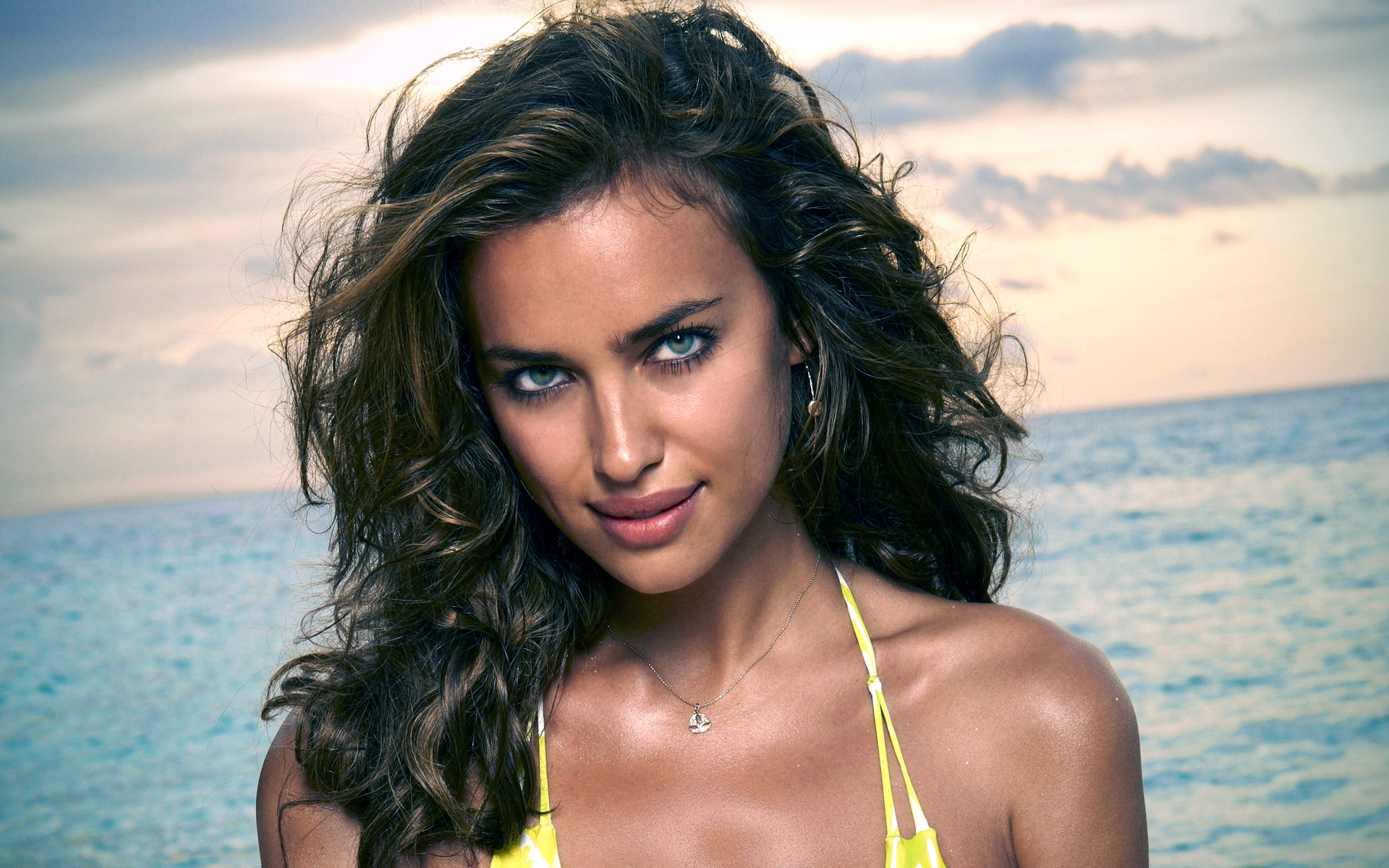Irina Shayk Outside Pics - Irina Shayk Net Worth, Pics, Wallpapers, Career and Biography