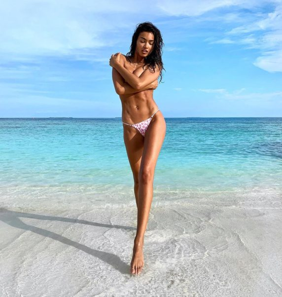Kelly Gale Top Modeling On The Beach