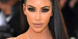 Kim Kardashian Beautiful Face 300x150 - Kim Kardashian Outdoor Posing