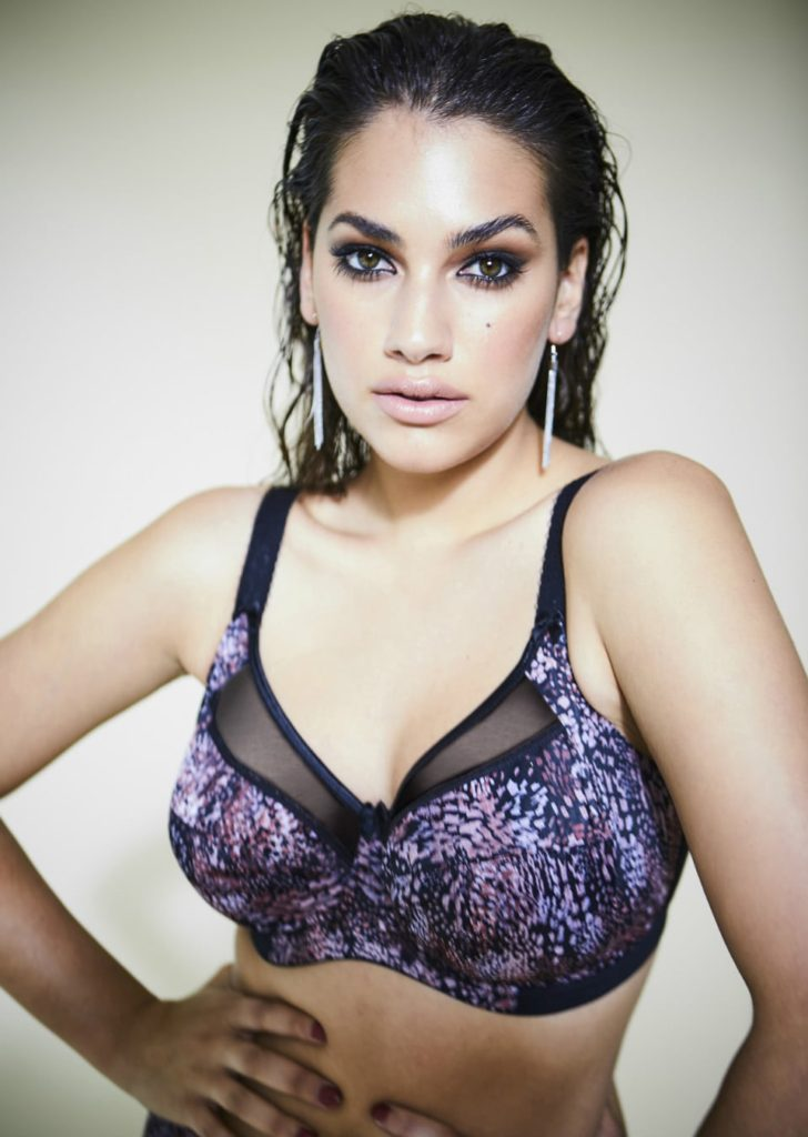 Lorena Duran Hot Bra Pics 728x1024 - Lorena Duran Net Worth, Pics, Wallpapers, Career and Biography