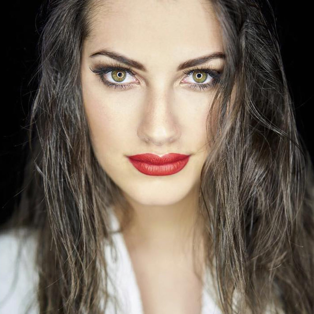 Lorena Duran Hot Red Lips 1024x1024 - Lorena Duran Net Worth, Pics, Wallpapers, Career and Biography