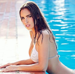 Lucia Javorcekova Hot Pool Posing 300x297 - Lucia Javorcekova Hot Pose İmage