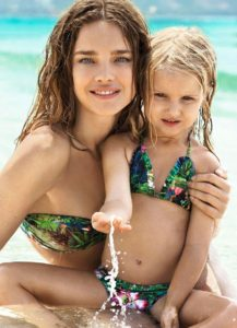 Natalia Vodianova Bikini With Her Doughter 217x300 - Natalia Vodianova Stunning Eyes