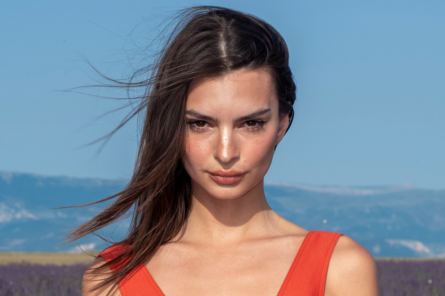 Pure Beauty Emily Ratajkowski - Emily Ratajkowski Net Worth, Pics, Wallpapers, Career and Biography