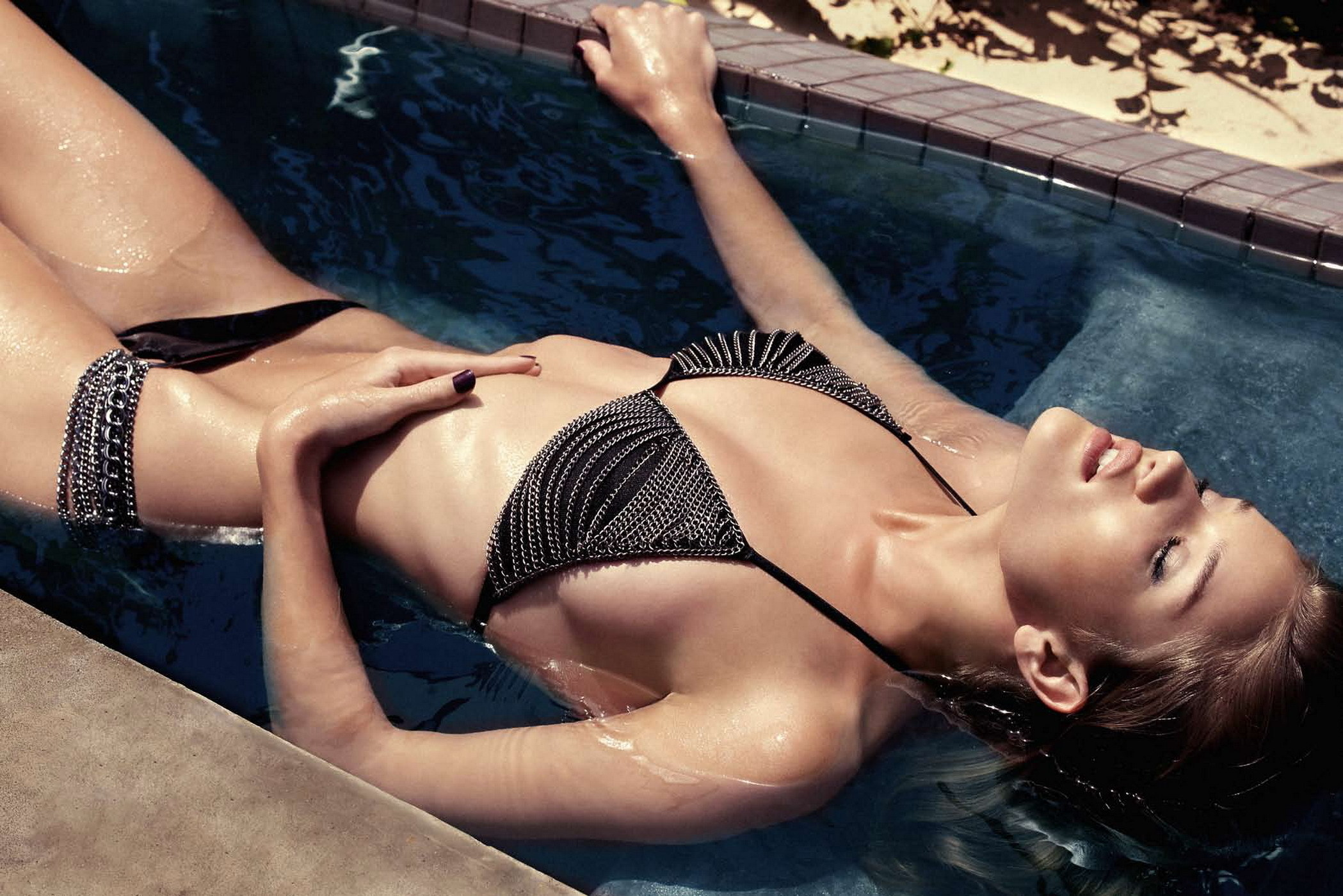 Rosie Huntington Whiteley Hot Pose In The Pool - Rosie Huntington Whiteley Hot Pose In The Pool