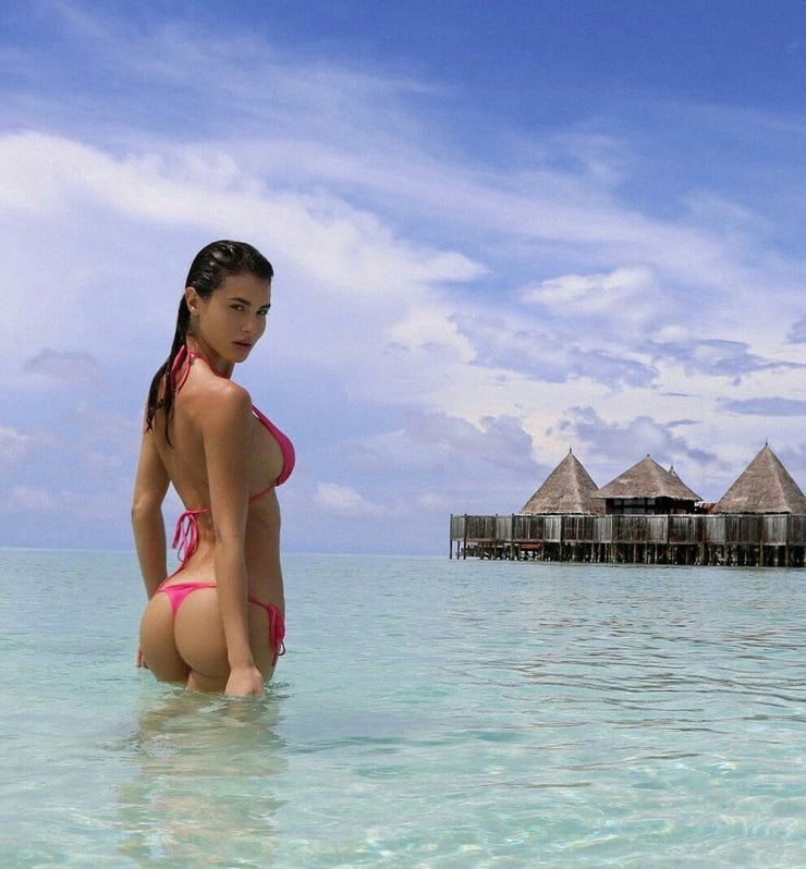Silvia Caruso Hot Pink Bikini And Tanga - Silvia Caruso Net Worth, Pics, Wallpapers, Career and Biography