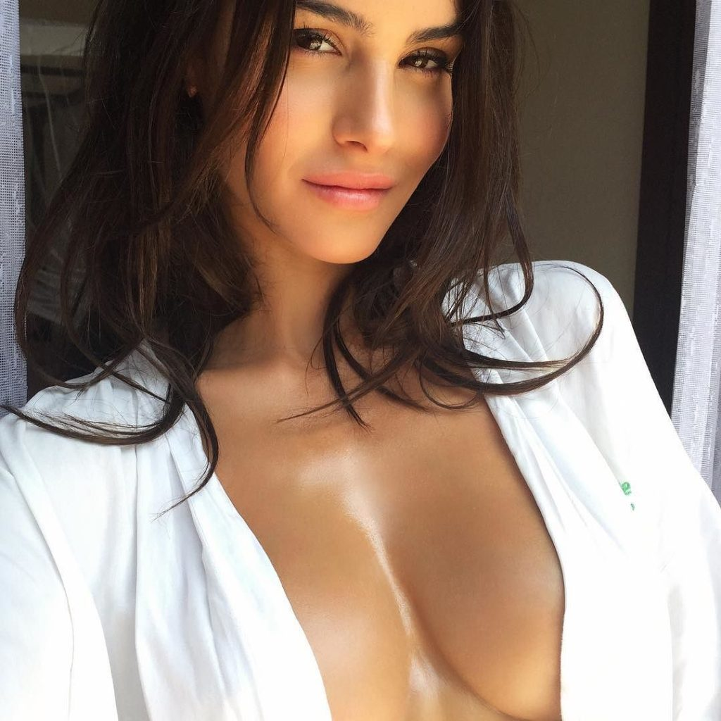 Silvia Caruso Nice Revealing 1024x1024 - Silvia Caruso Net Worth, Pics, Wallpapers, Career and Biography