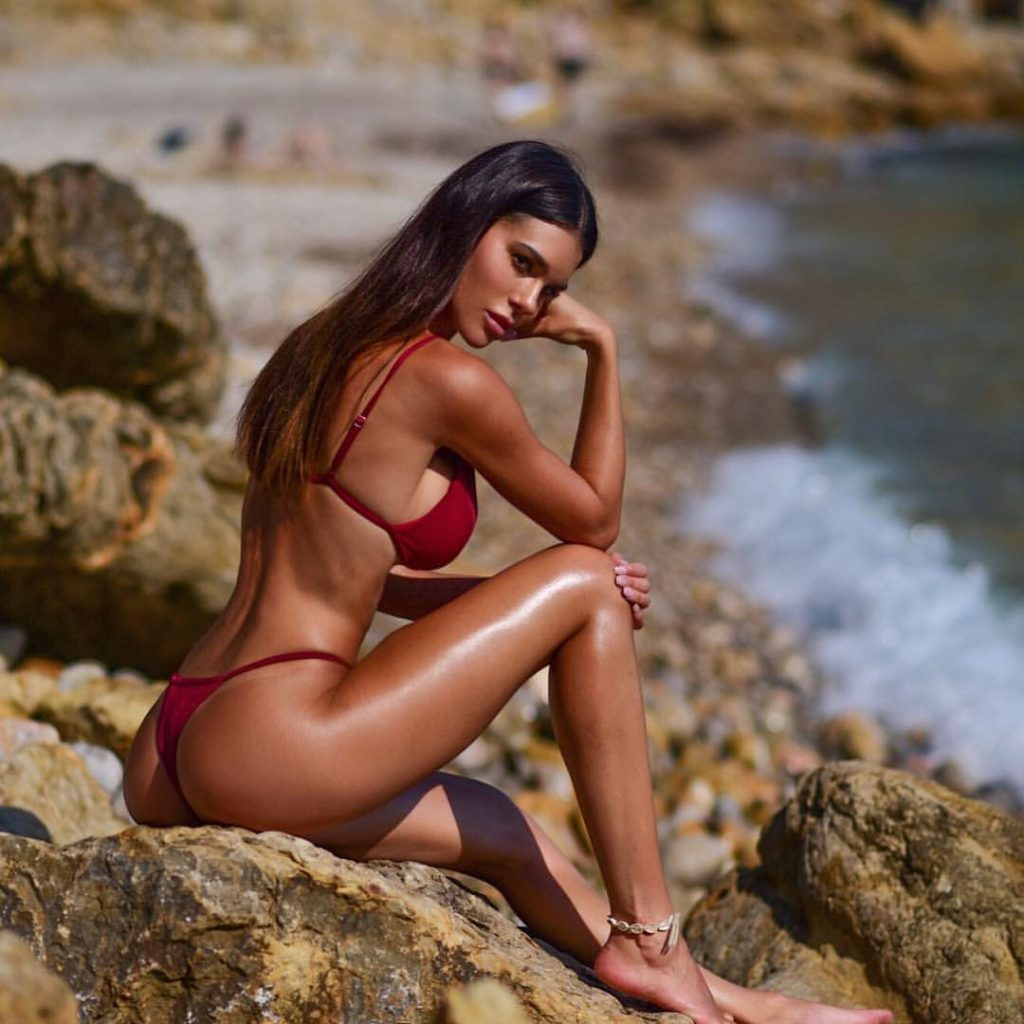 Silvia Caruso Red Hot Bikini Posing 1024x1024 - Silvia Caruso Net Worth, Pics, Wallpapers, Career and Biography