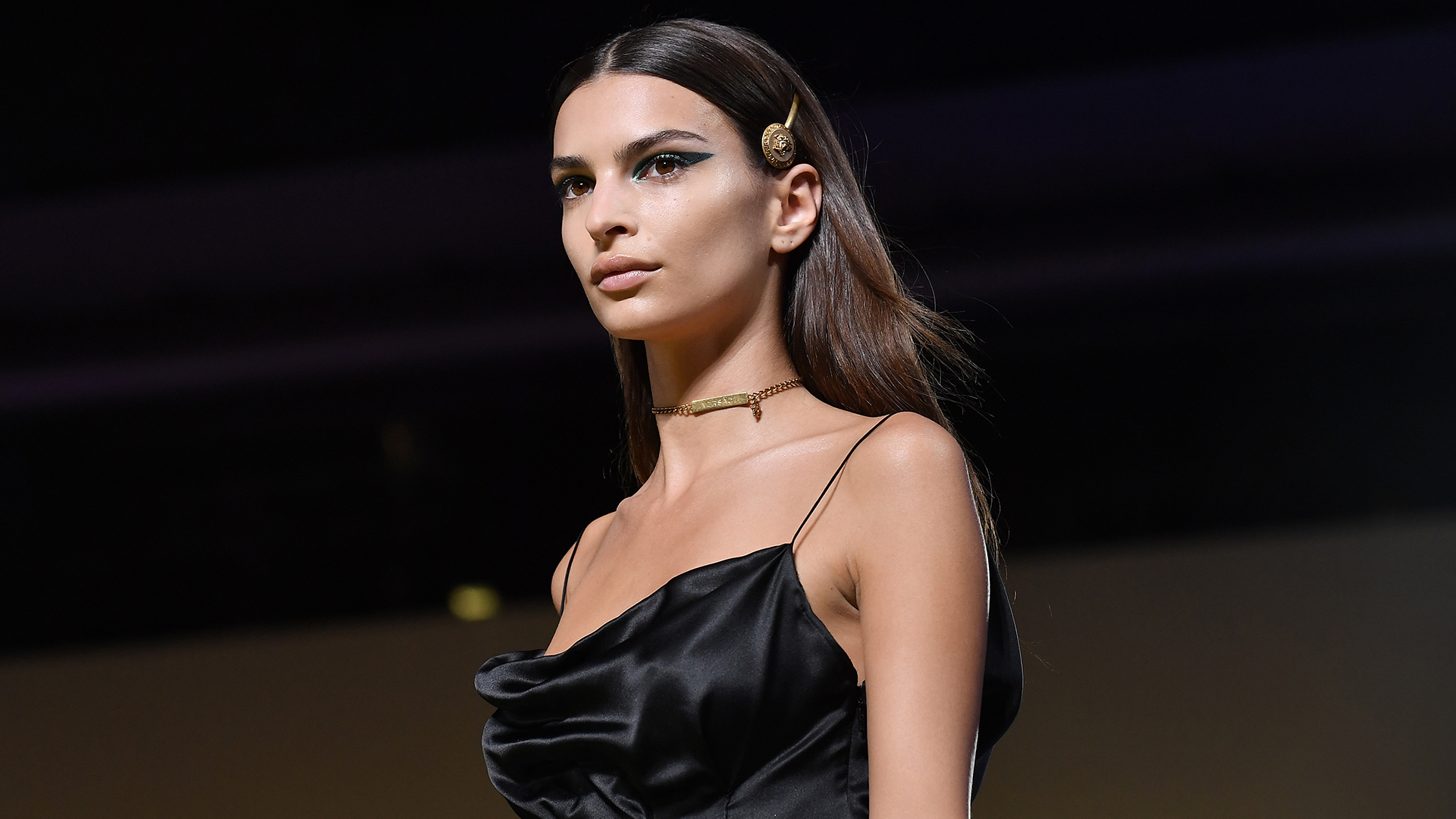 Super Model Emily Ratajkowski - Emily Ratajkowski Net Worth, Pics, Wallpapers, Career and Biography