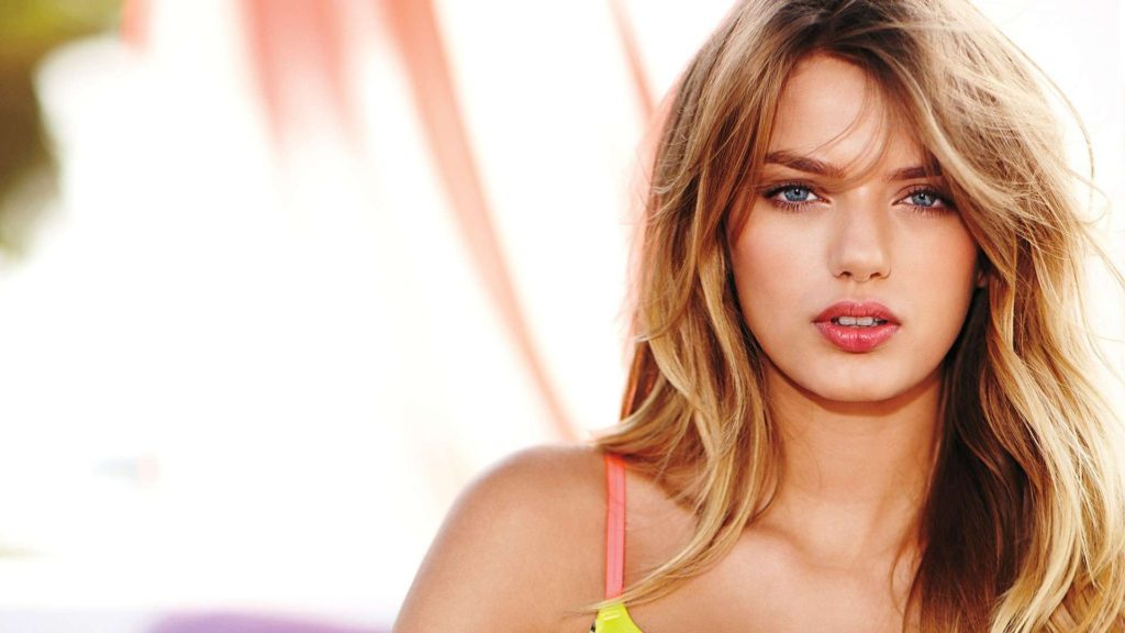 Bregje Heinen Hot Wallpaper 1024x576 - Bregje Heinen Net Worth, Pics, Wallpapers, Career and Biography