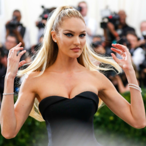 Candice Swanepoel Hot Revealing Dress 300x300 - Amazing Smile Candice Swanepoel