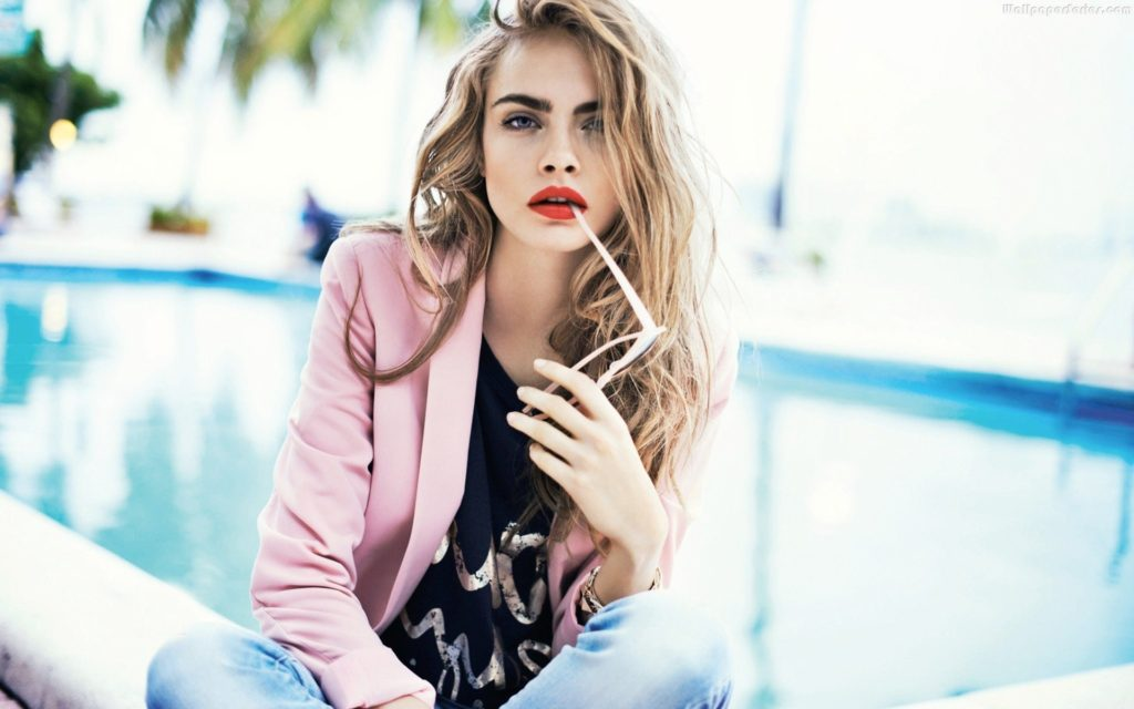 Cara Delevingne Nice Pose By The Pool 1024x640 - Cara Delevingne Net Worth, Pics, Wallpapers, Career and Biography
