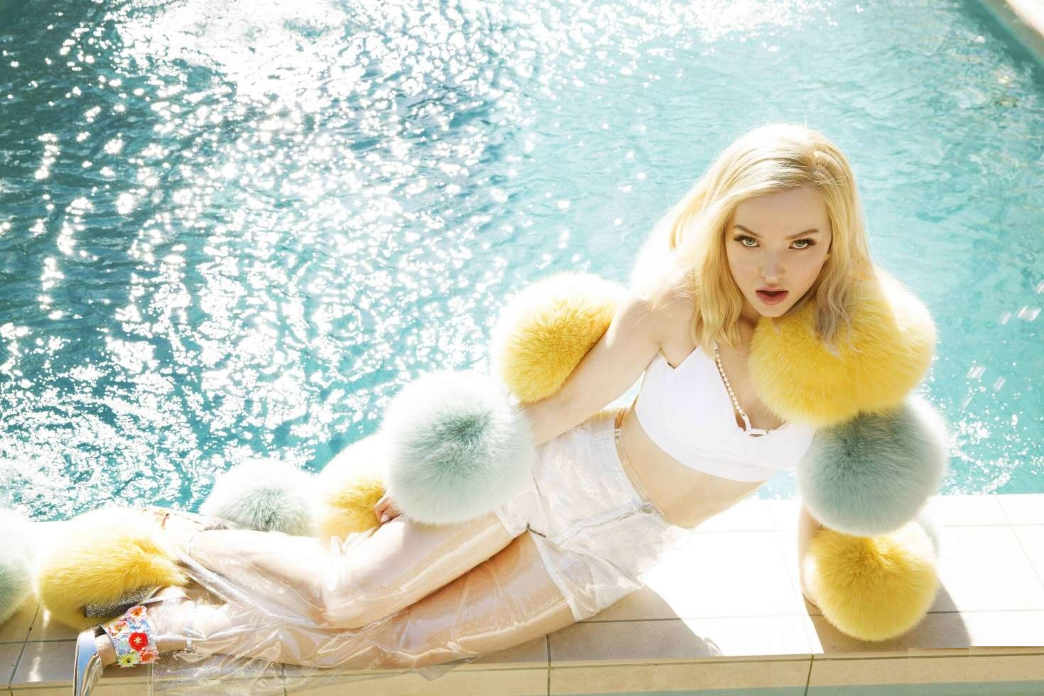 Dove Cameron Bikini Pose By The Pool - Dove Cameron Net Worth, Pics, Wallpapers, Career and Biography