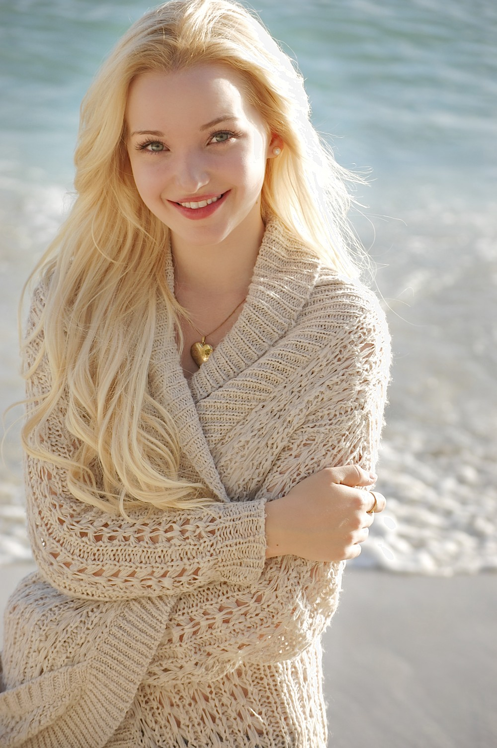 Dove Cameron Nice Beach Pose - Dove Cameron Nice Beach Pose