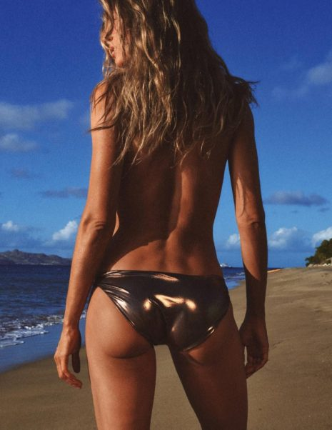 Gisele Bündchen At The Beach