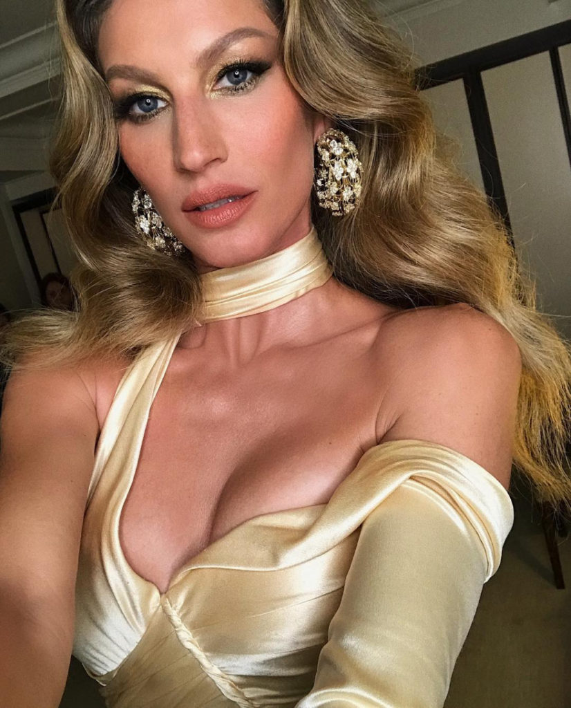 Gisele Bündchen Hot Revealing Dress 826x1024 - Gisele Bündchen Net Worth, Pics, Wallpapers, Career and Biography