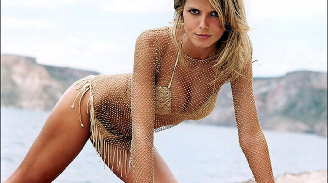 Heidi Klum Hot Bikini By The Sea